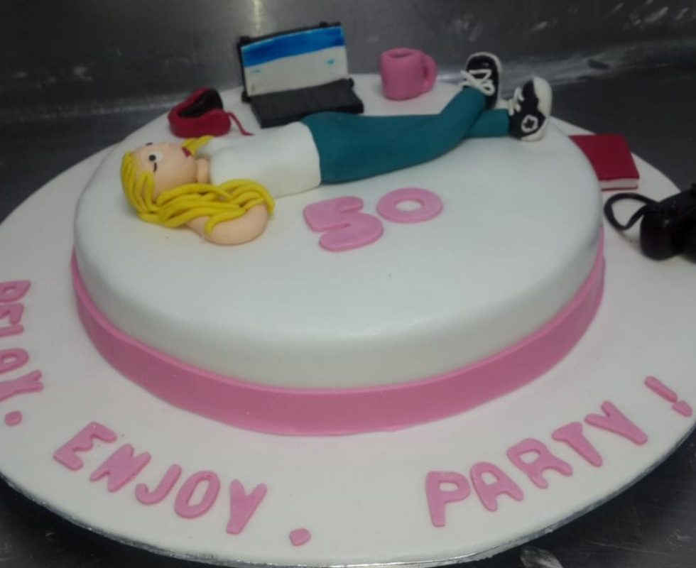 Cravity Custom Cake